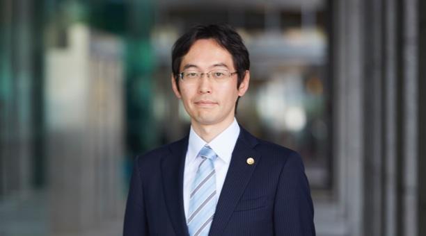 江鳩孝二弁護士の写真